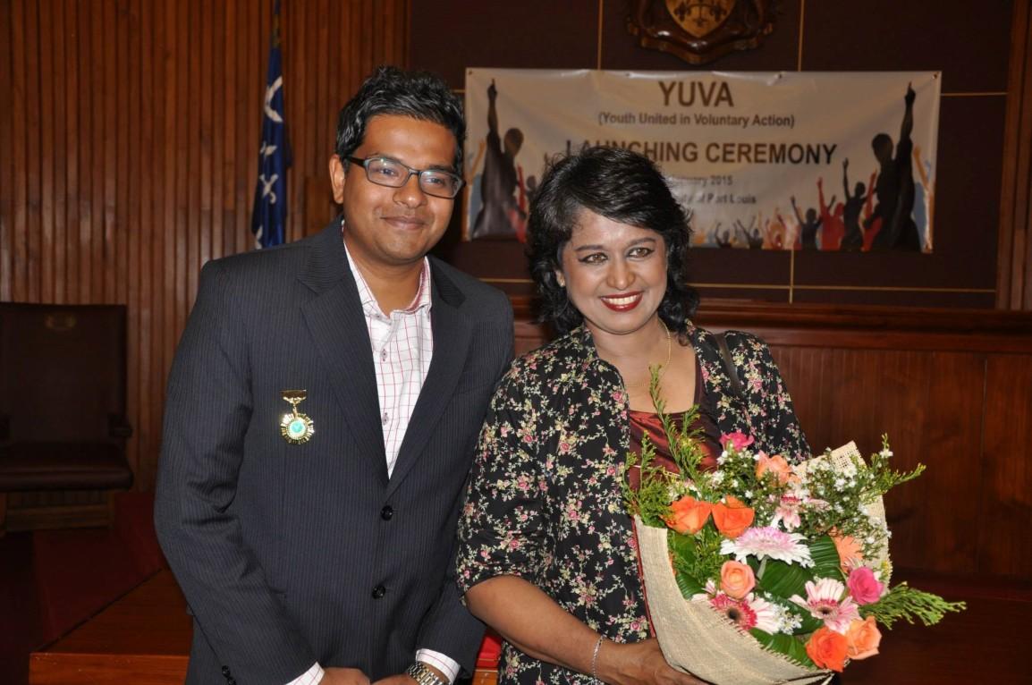 Yudish Kutwaroo avec la Présidente de Maurice, Honorable Ameenah Gurib-Fakim.